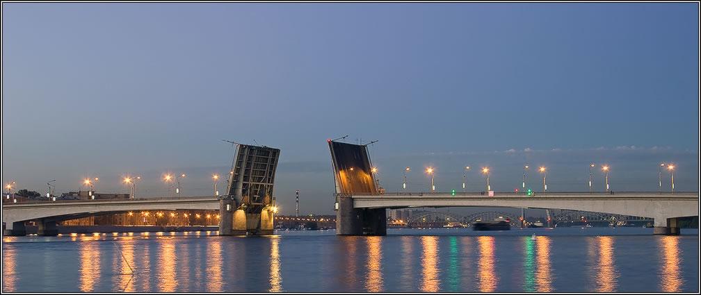 Рядом с мостом александра невского