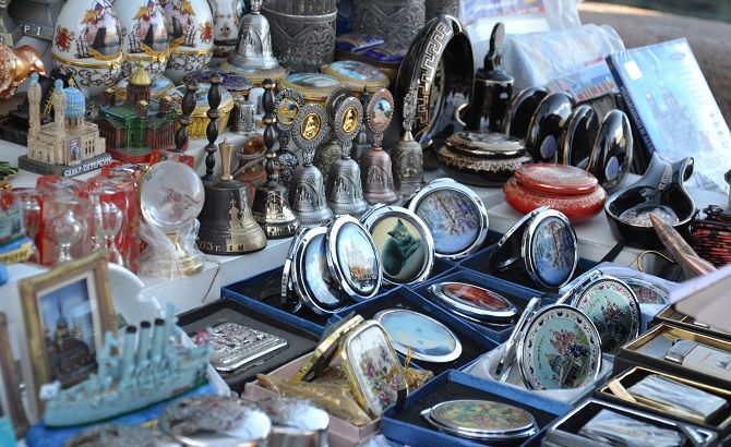 8d496bea3bf13 Покупаем сувениры в Санкт-Петербурге - интересные магазины, базары,  необычные товары, советы