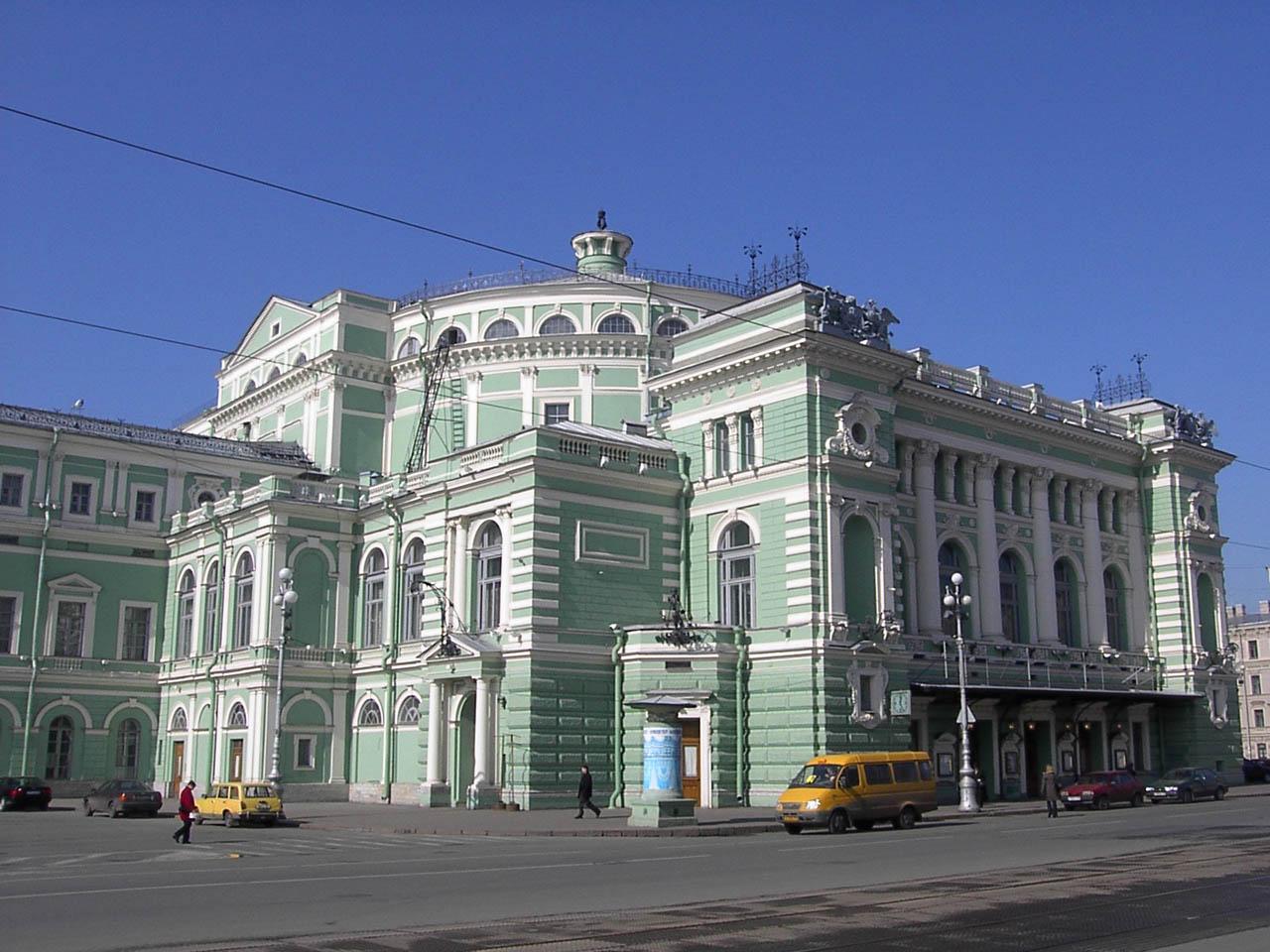 О Петербурге Мариинский театр Уникальный занавес Мариинского театра ставший по существу его символом был создан в 1914 году по эскизам известного театрального художника А Головина В